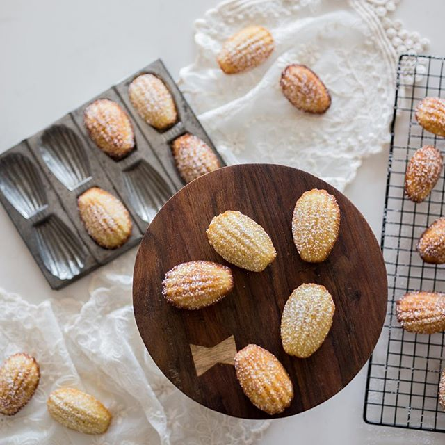 Posting these goodies because they're just the best. We never get tired of #madeleines and their buttery goodness. #frenchfood #dessert #pastries #foodporn #foodphotography @kculp_com