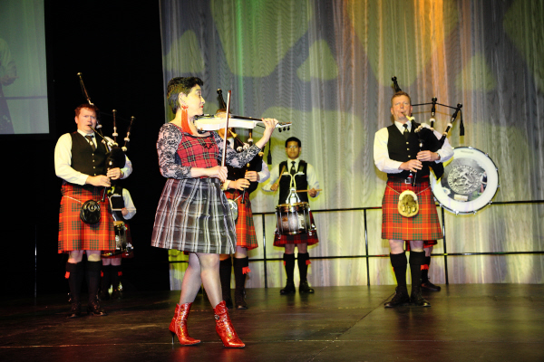 angus MS with pipers.JPG