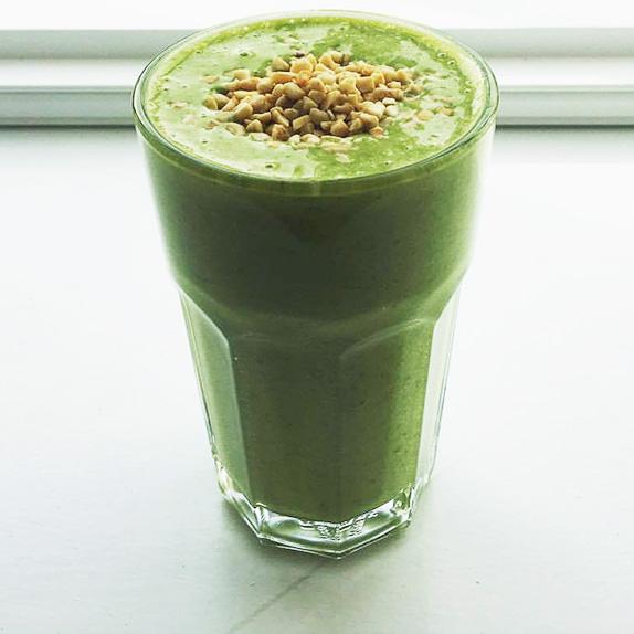 Supergreen breakfast smoothie - Low effort, high energy, let's go!