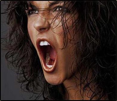 mujer enfadada chesi