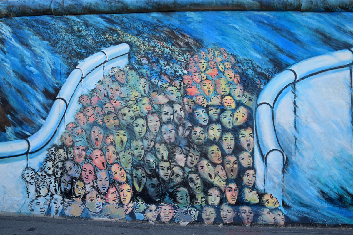 berlin-wall-east-berlin-gallery-blue-ghosts