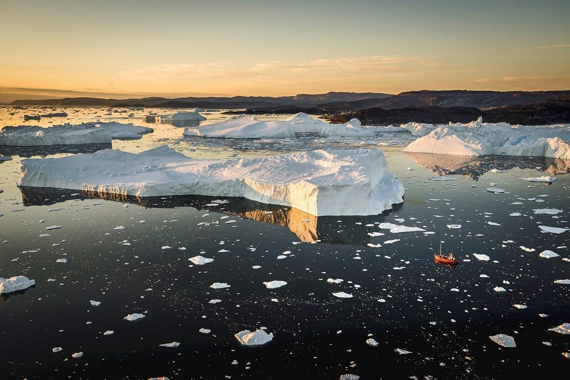 bucket list travel destination greenland icebergs