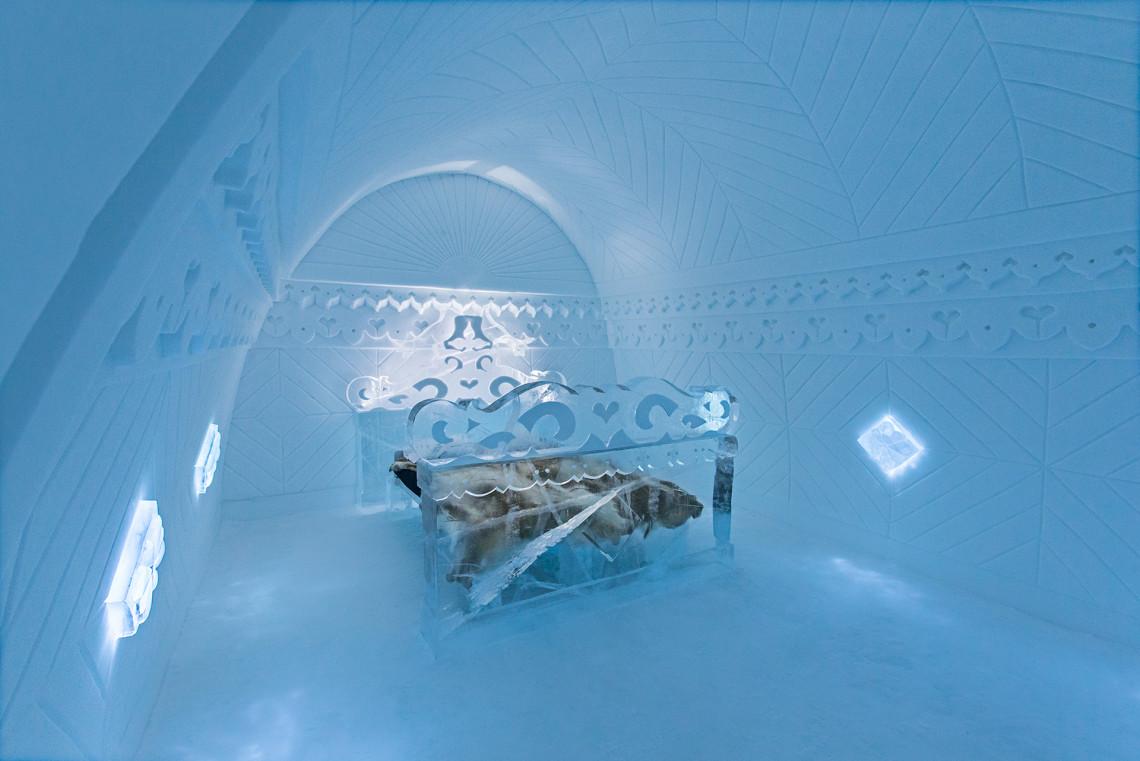 ICEHOTEL ART SUITE: Borderland by Tomasz Cjazkowski & Eryk Marks. Photo: Paulina Holmgren