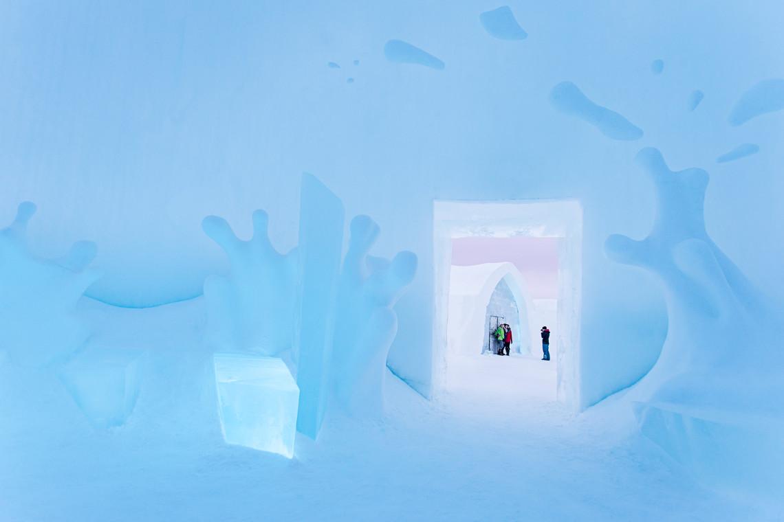 ICEBAR by ICEHOTEL Jukkasjärvi. Boom by Wouter Biegelaar, Viktor Tsarski & Maurizio Perron. Photo: Paulina Holmgren