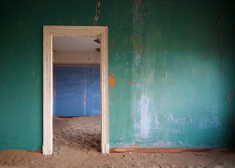 indoor-desert-photos-by-Alvaro Sanchez-Montanes-blue-doorway.jpg