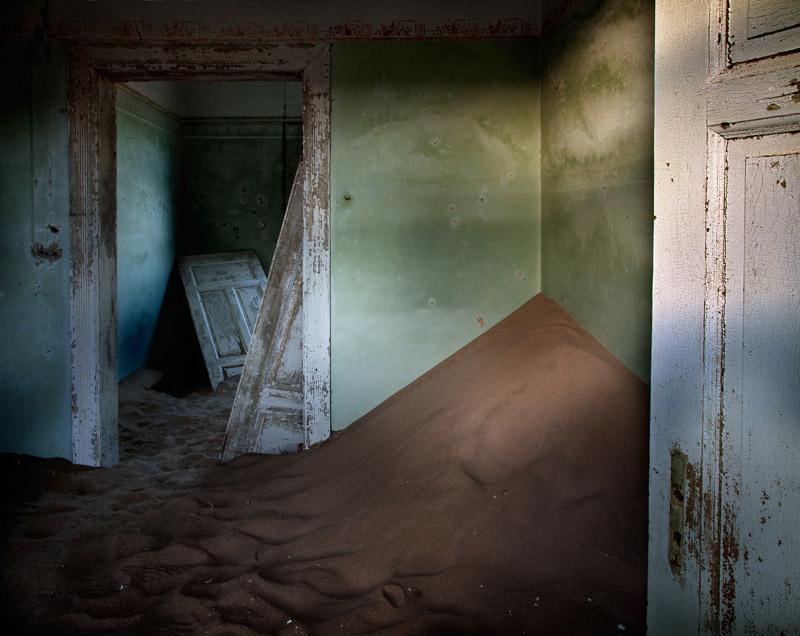 indoor-desert-photos-by-Alvaro Sanchez-Montanes-hall.jpg