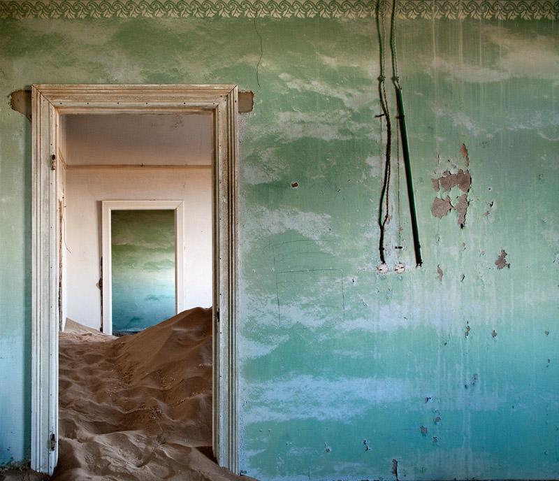 indoor-desert-photos-by-Alvaro Sanchez-Montanes-blue-wall.jpg