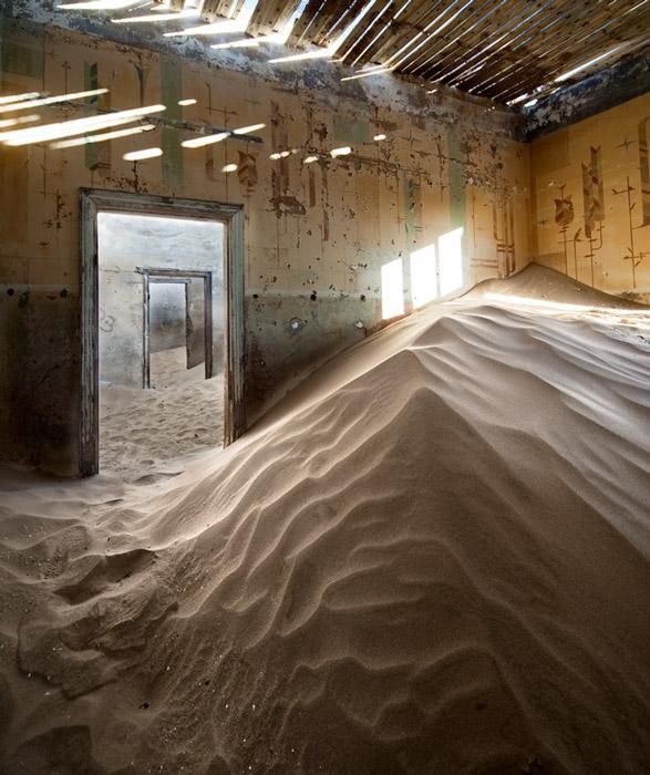 indoor-desert-photos-by-Alvaro Sanchez-Montanes-pile-of-sand.jpg