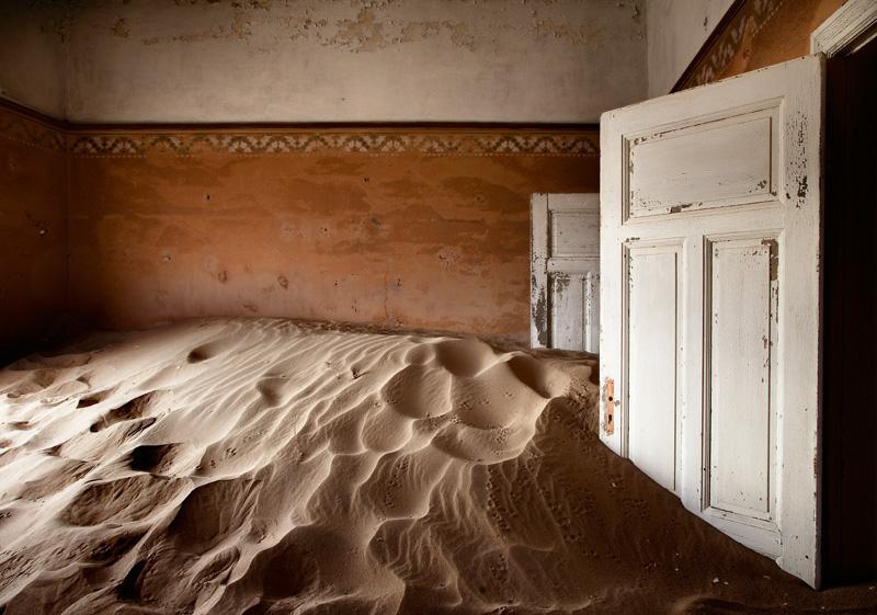 indoor-desert-photos-by-Alvaro Sanchez-Montanes-sand.jpg