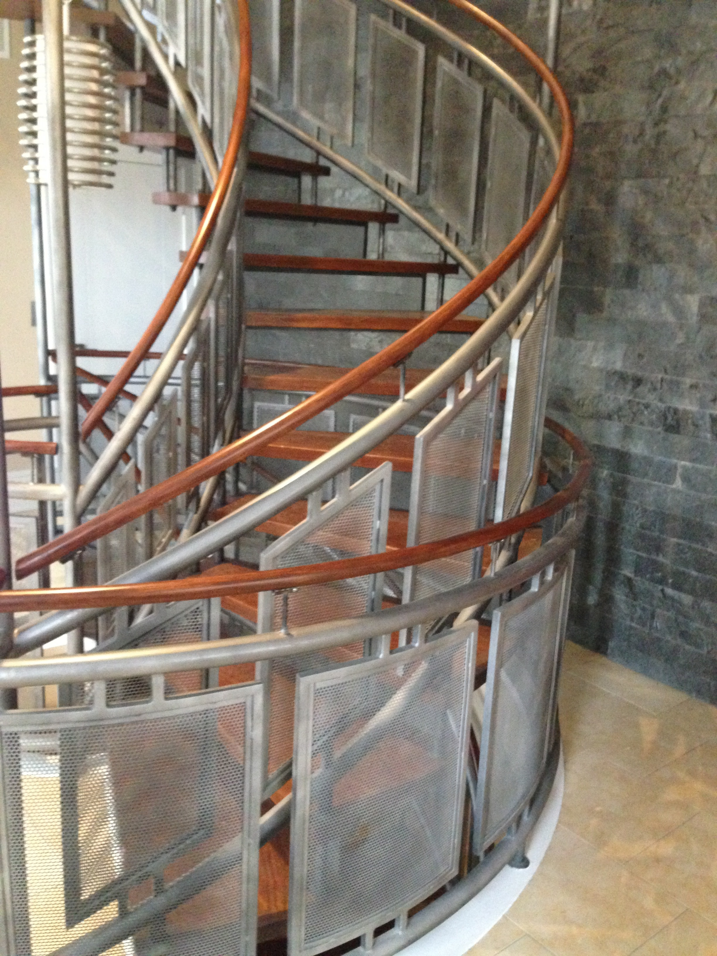 Floating circular staircase