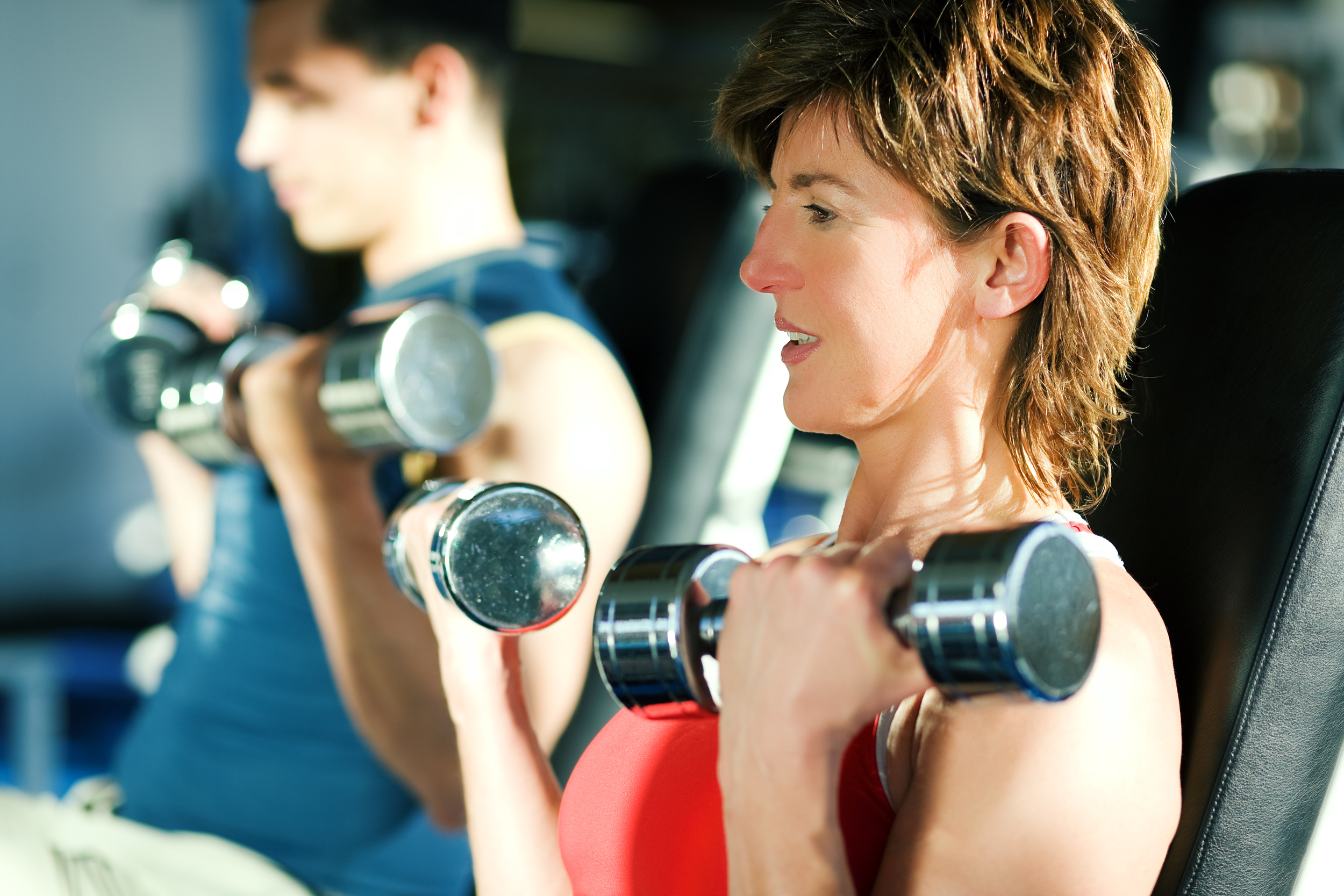 2013 01 02 woman lifting dumb bells.jpg