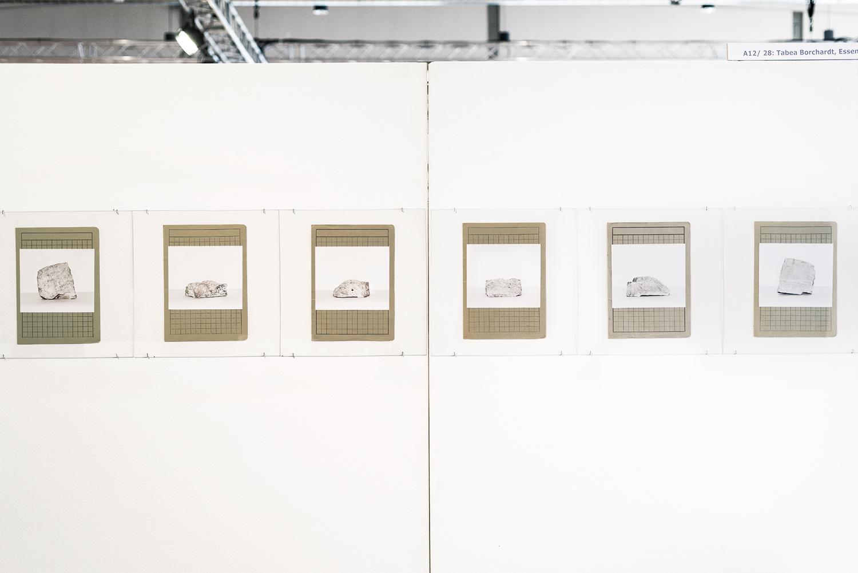 """Ausstellungsansicht der Arbeit """"Bunkerstein"""" auf der C.A.R. (contemporary art ruhr) 2018. Eine Arbeit, ausgehend von vorherigen Beschäftigungen mit der Geschichte des Ruhrgebietes und der Historie der Region Essen, bedingt durch den 2. Weltkrieg und seine sichtbaren und unsichtbaren Auswirkungen. Die Untersuchung von einem Bunkerbruchstein, eines ehemaligen Hochbunkers an der Margarethenhöhe in Essen, der 2006 gesprengt worden ist.  6 Abbildungen auf Archivalienpapier montiert hinter Glas. Unikate Einzelexemplare.  Im Besitz des Kunstmuseums Alte Post in Mülheim, derzeit Museum TEMPORÄR."""