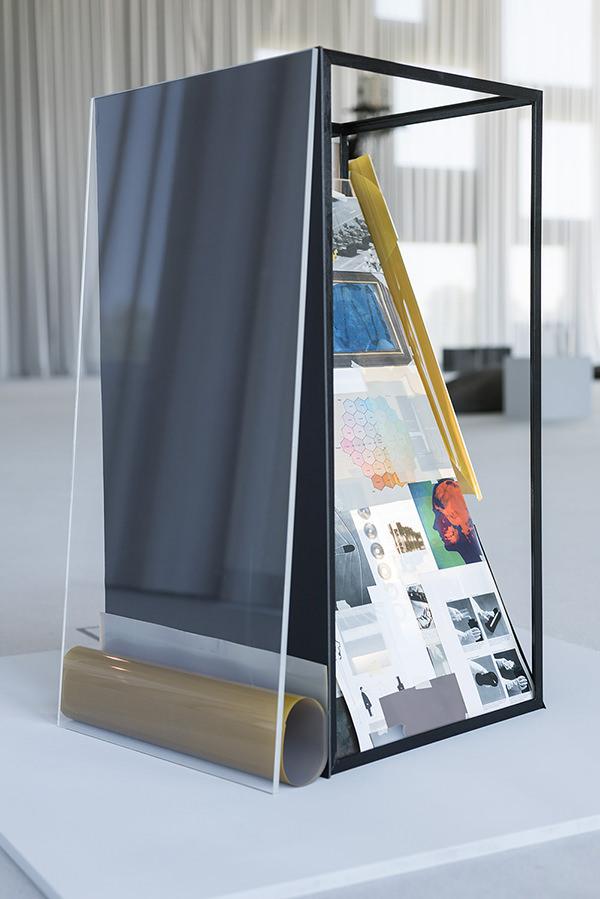 "Ausstellungsansicht ""Der Punkt an dem das Bild an das Reale rührt"" (Sanaa Gebäude, Essen, 2018) Maße: ca. 120x60x60cm"