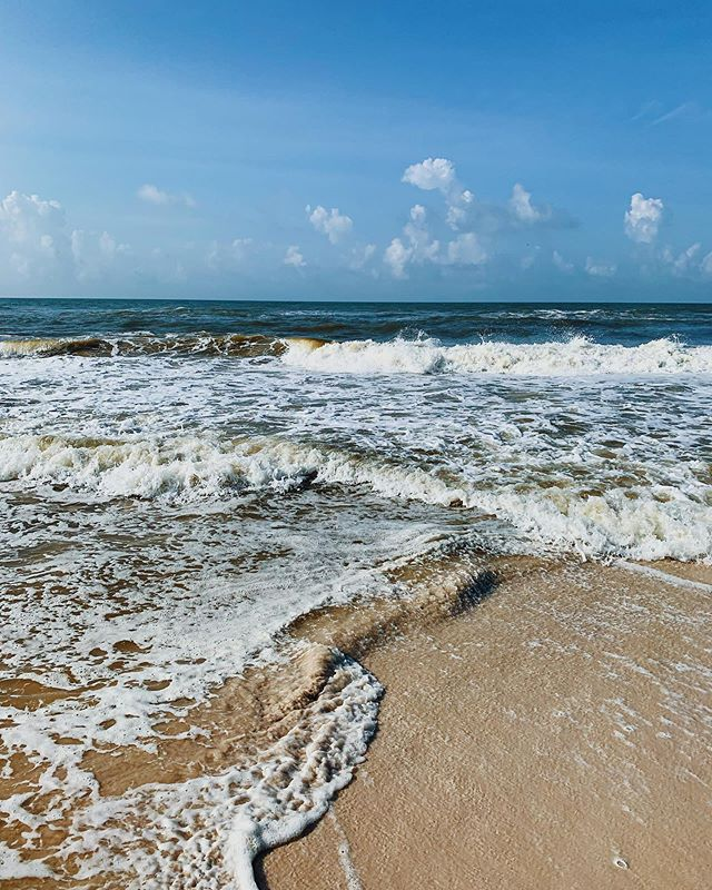 love spending time by the ocean - makes me want to read some books inspired by the sea - send me your recs, please! one of my favs: rush oh! by Shirley Barrett 🌊❤️ #vacation #gulfshores