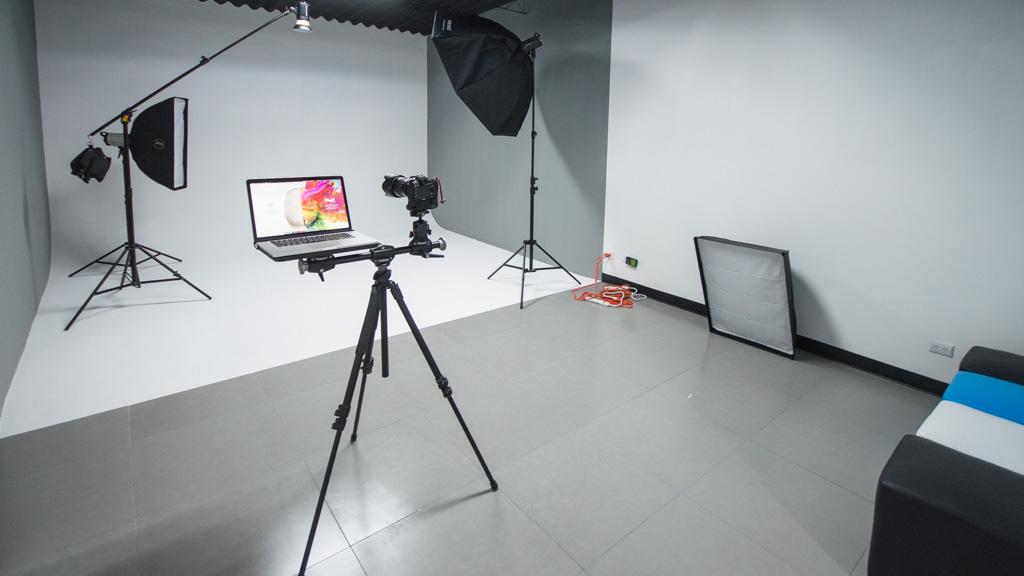 El nuevo ESTUDIO B en Foto estudio El Salvador ofrece una gran versatilidad para tus producciones.