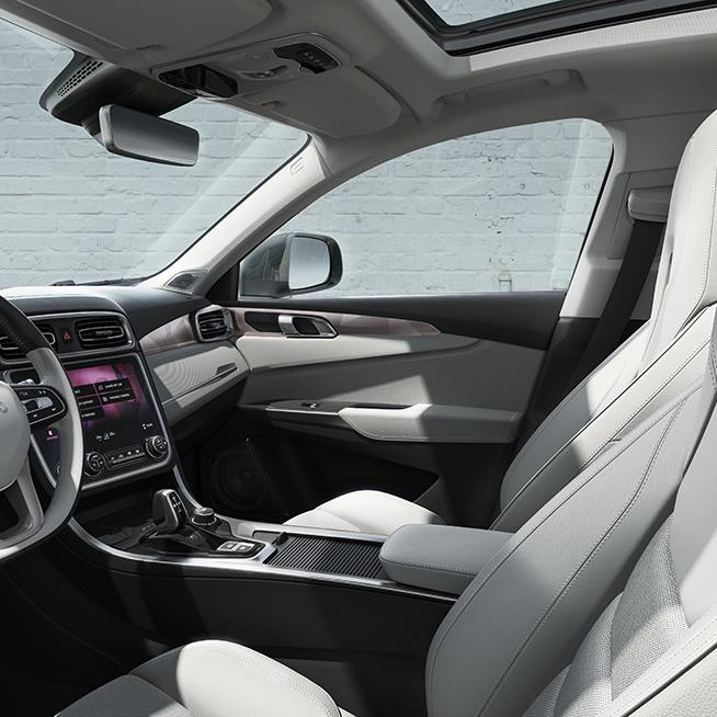 Interior_Driver_20161018_1280_square.jpg
