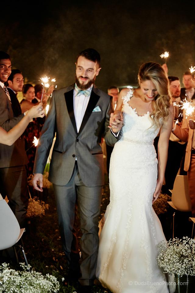 salida novios de la boda