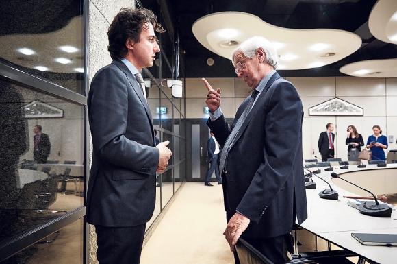 Rik Slingerlandt leest Jesse Klaver (Groen Links) de les over zijn Universum
