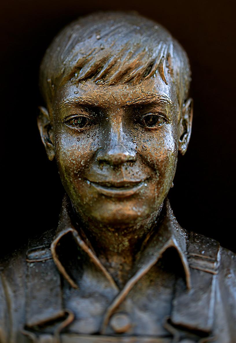statue1.jpg