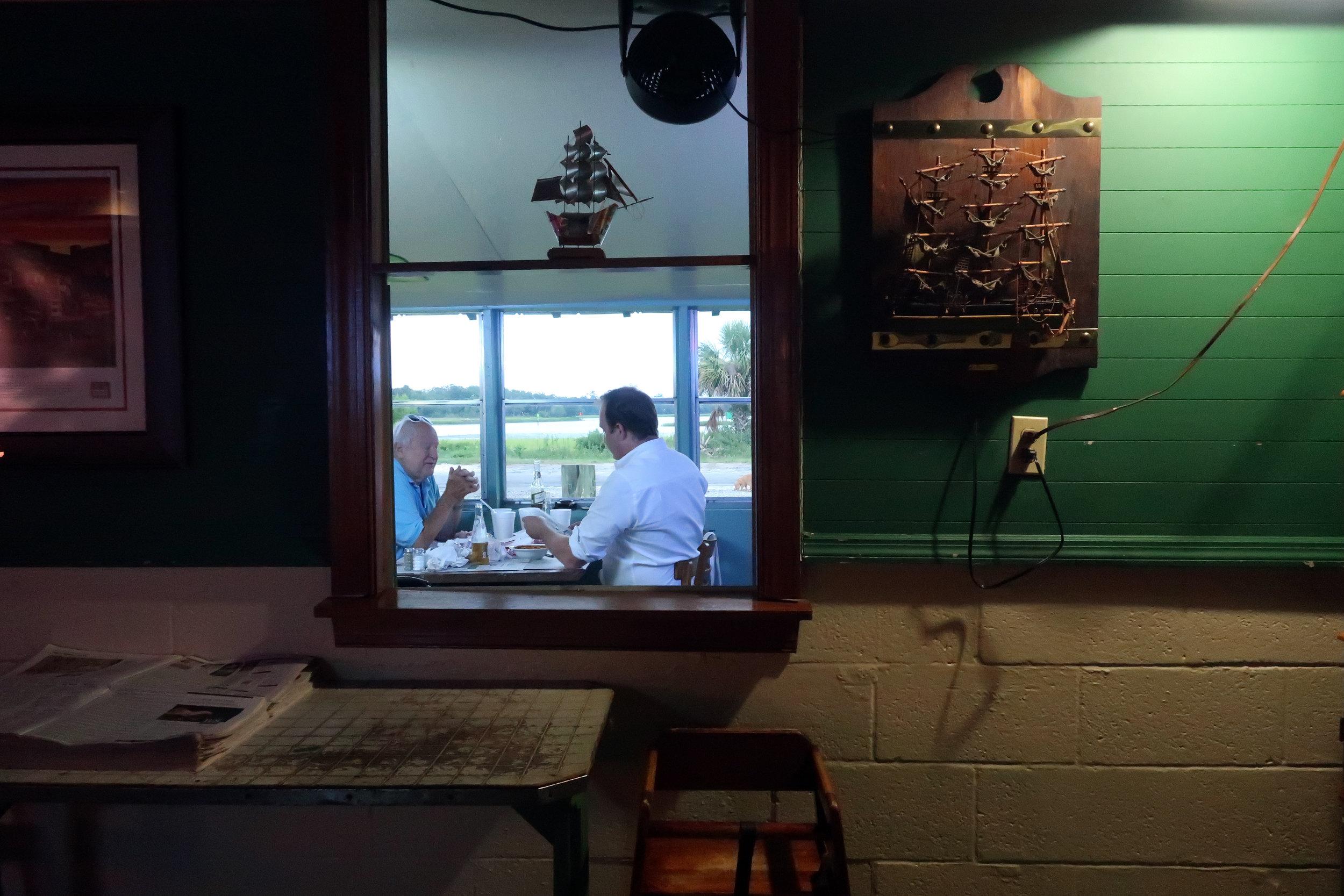 restaurant-interior-02.jpg
