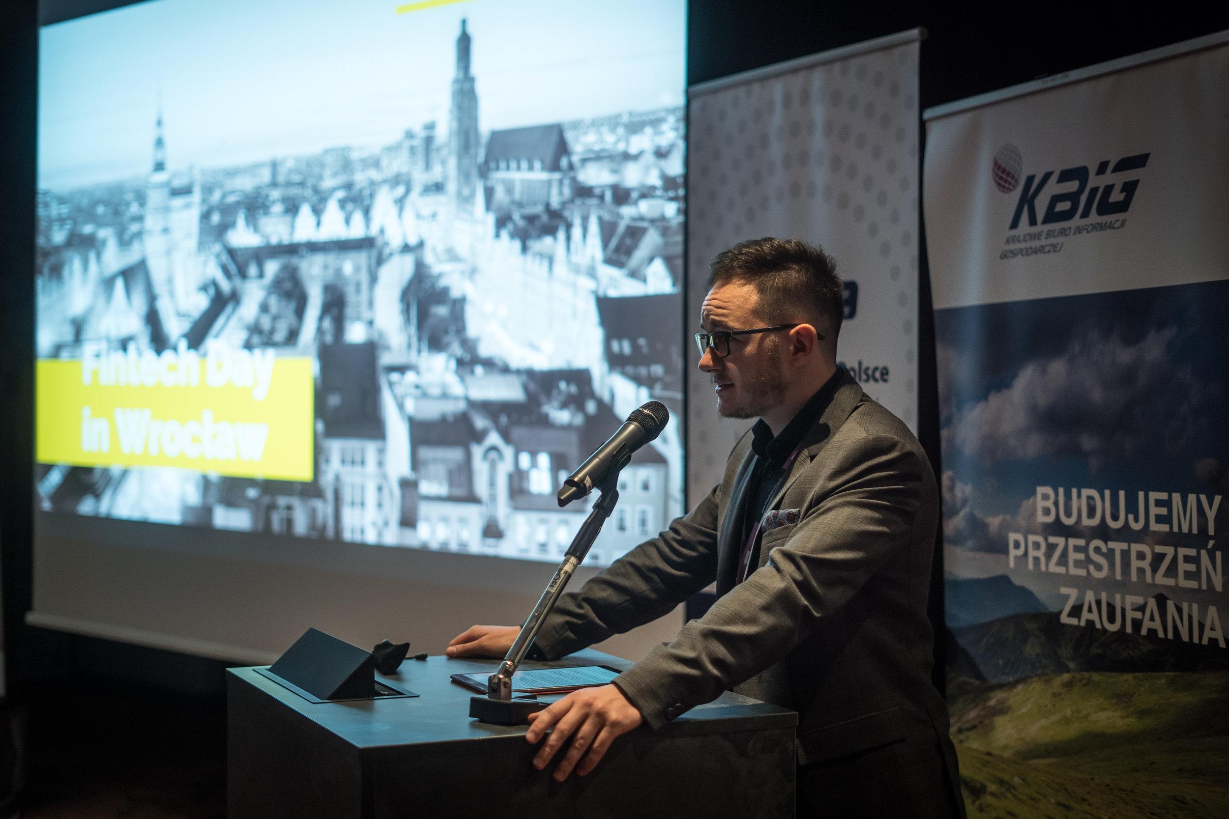 Jarosław Ryba, prezes PZIP, wita uczestników Fintech Day in Wrocław