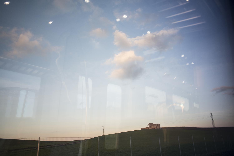 Puglia, all'alba dal treno in partenza da Bari