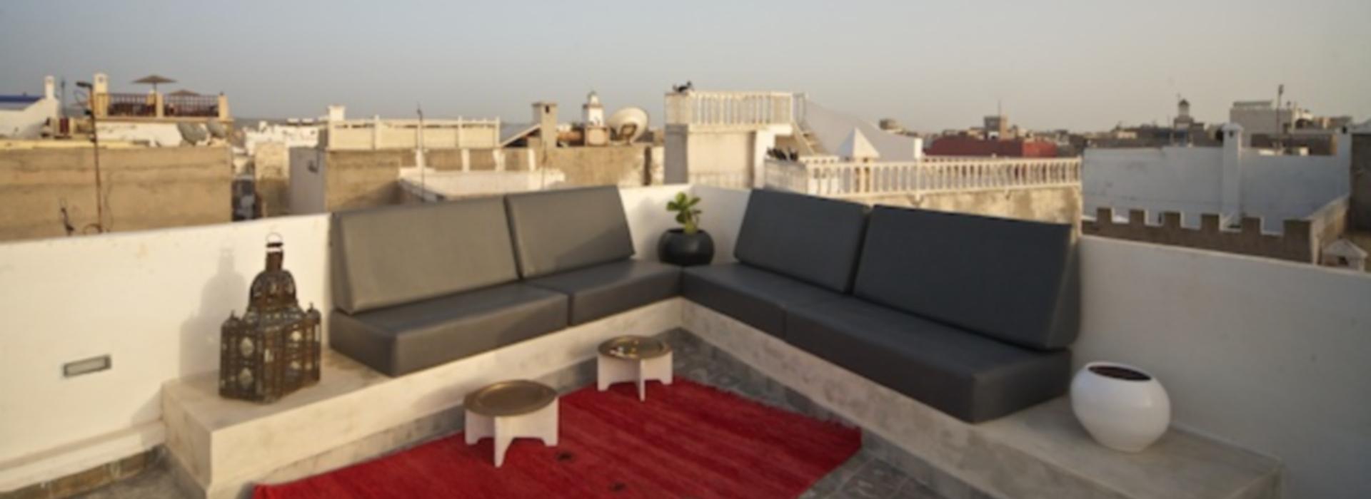 La terrazza di Maison A ad Essaouira: qui, ascoltando l'Oceano, terremo le nostre sedute di editing