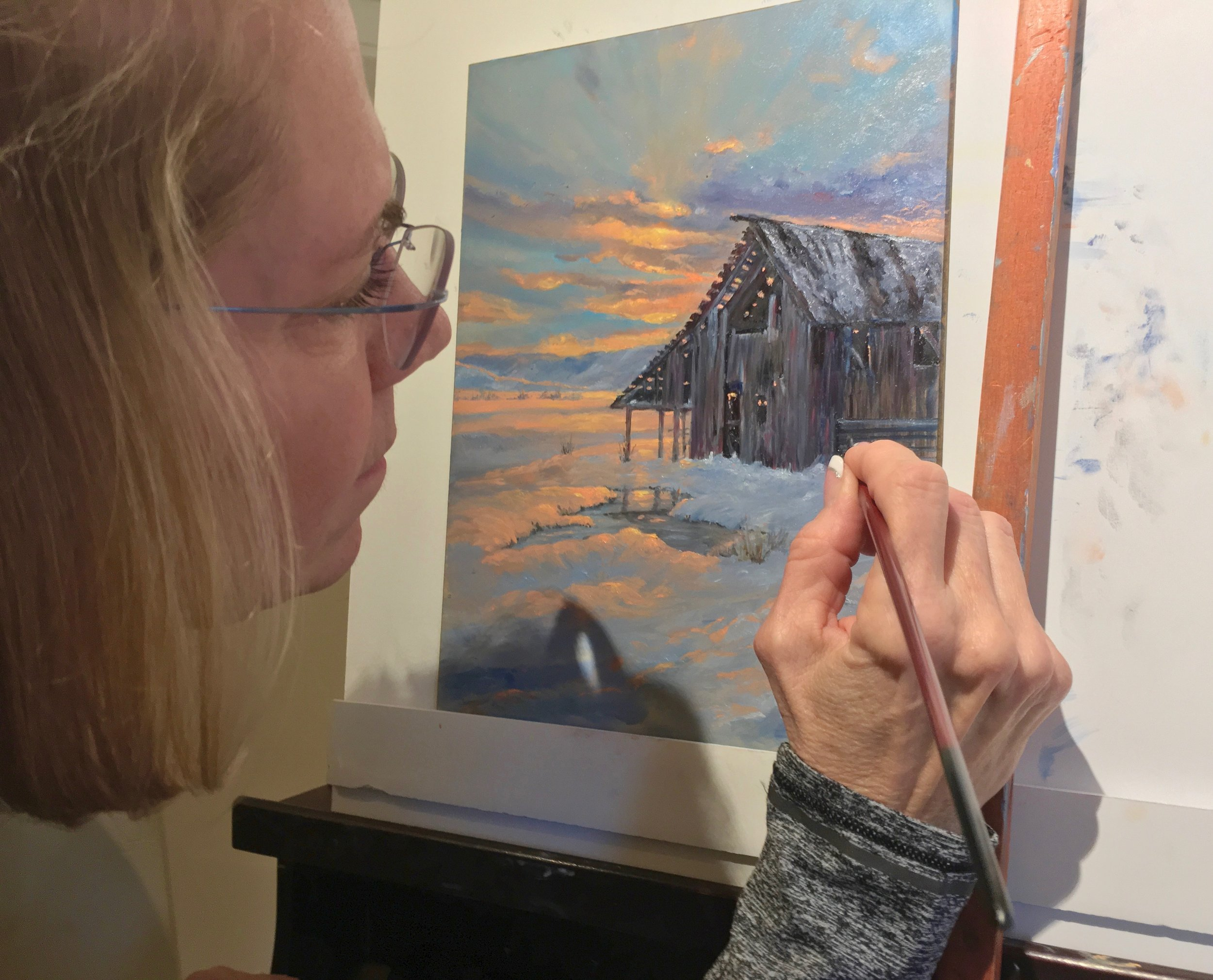 Cindy Beyer painting a luminous winter scene during the winter 2019 class.