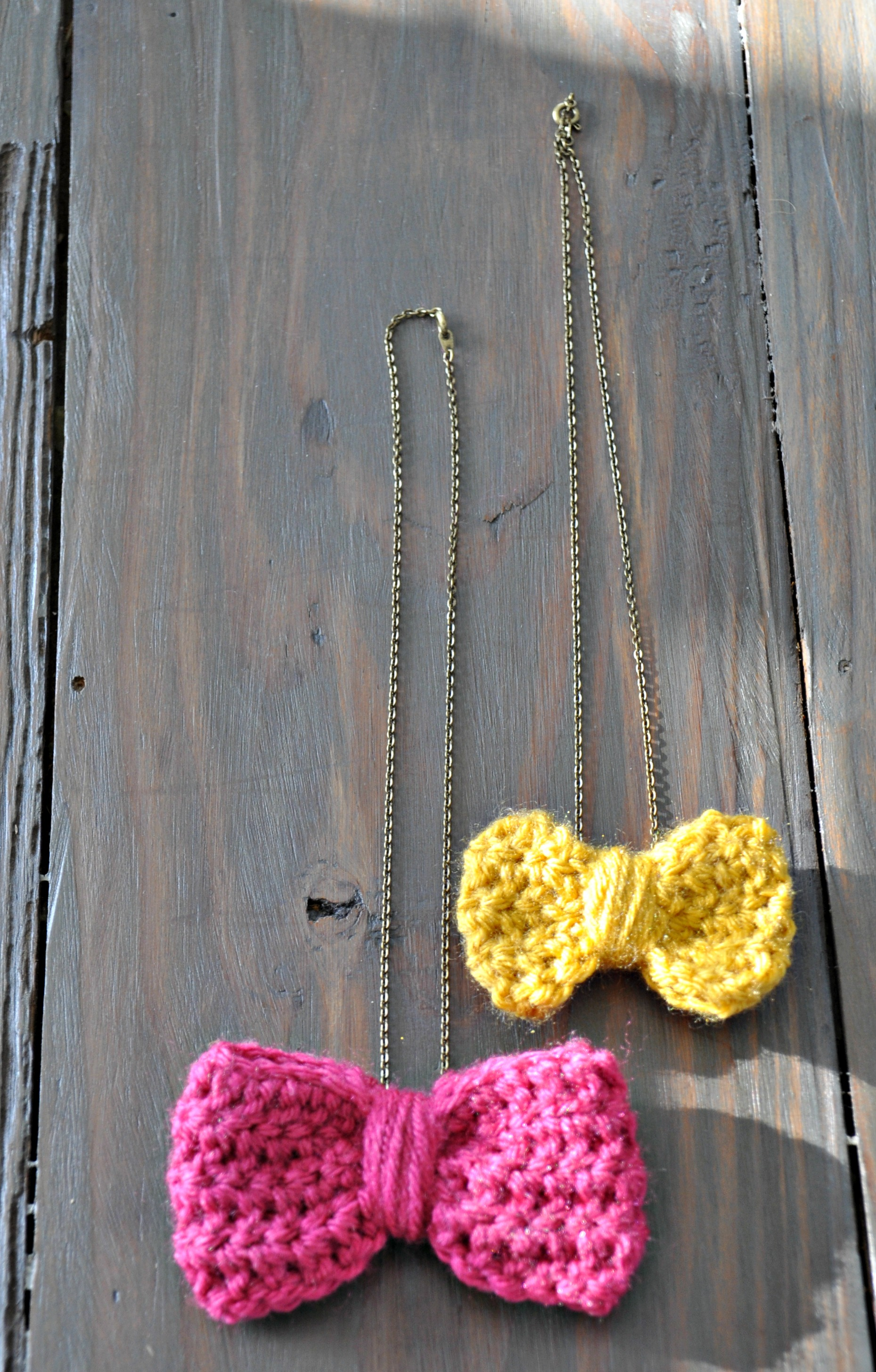 Crochet Bow Necklace Tutorial | Decor and the Dog