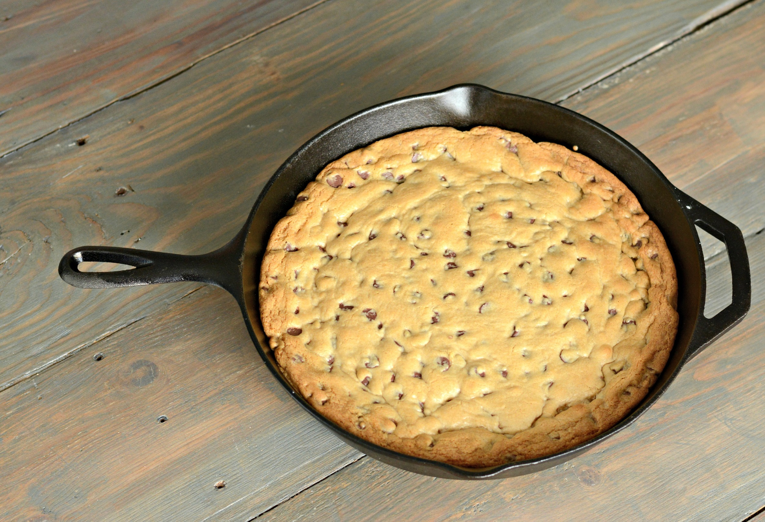 Chocolate Chip Skillet Cookie | Decor and the Dog