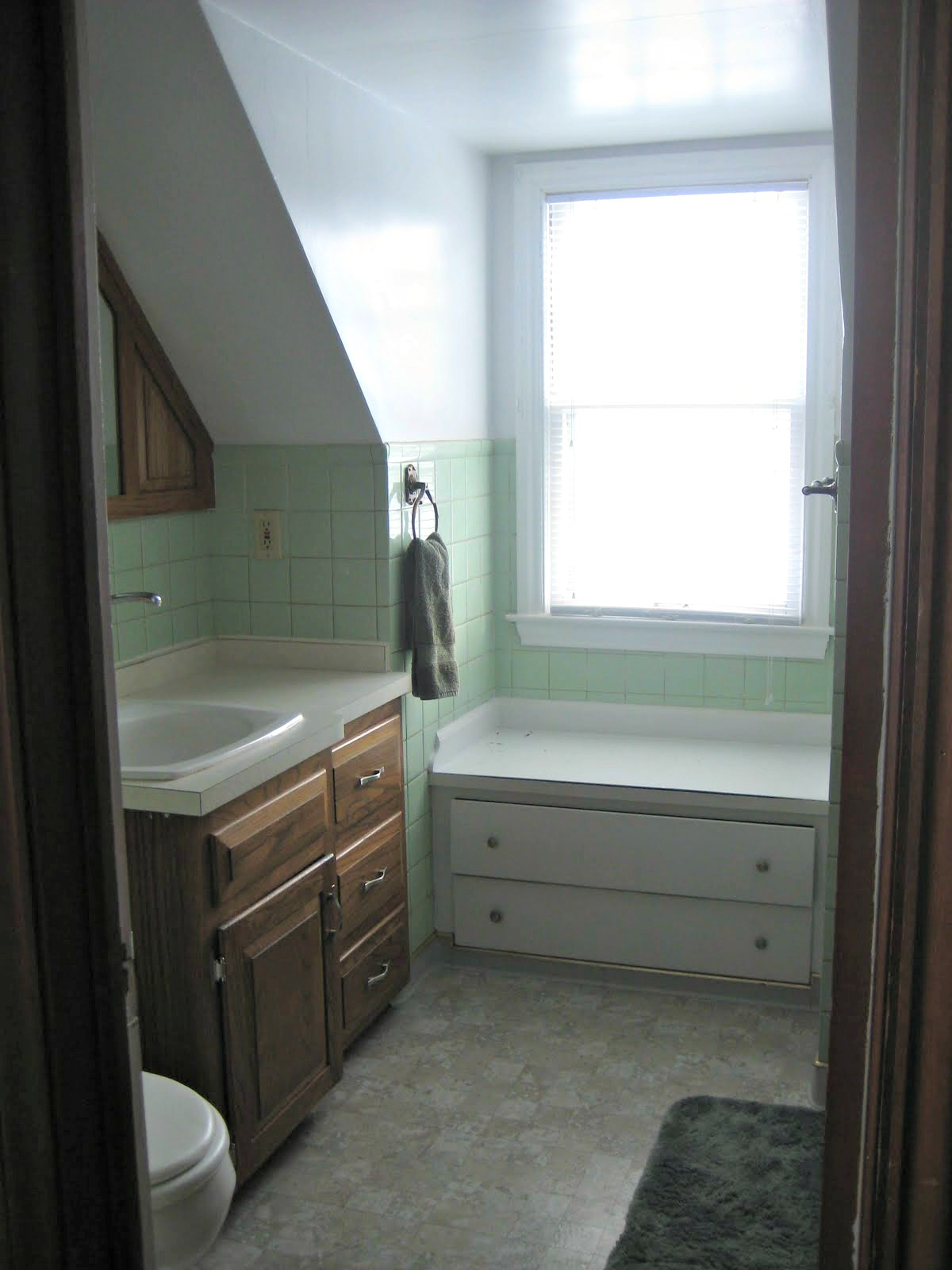 Small, Inexpensive Bathroom Makeover