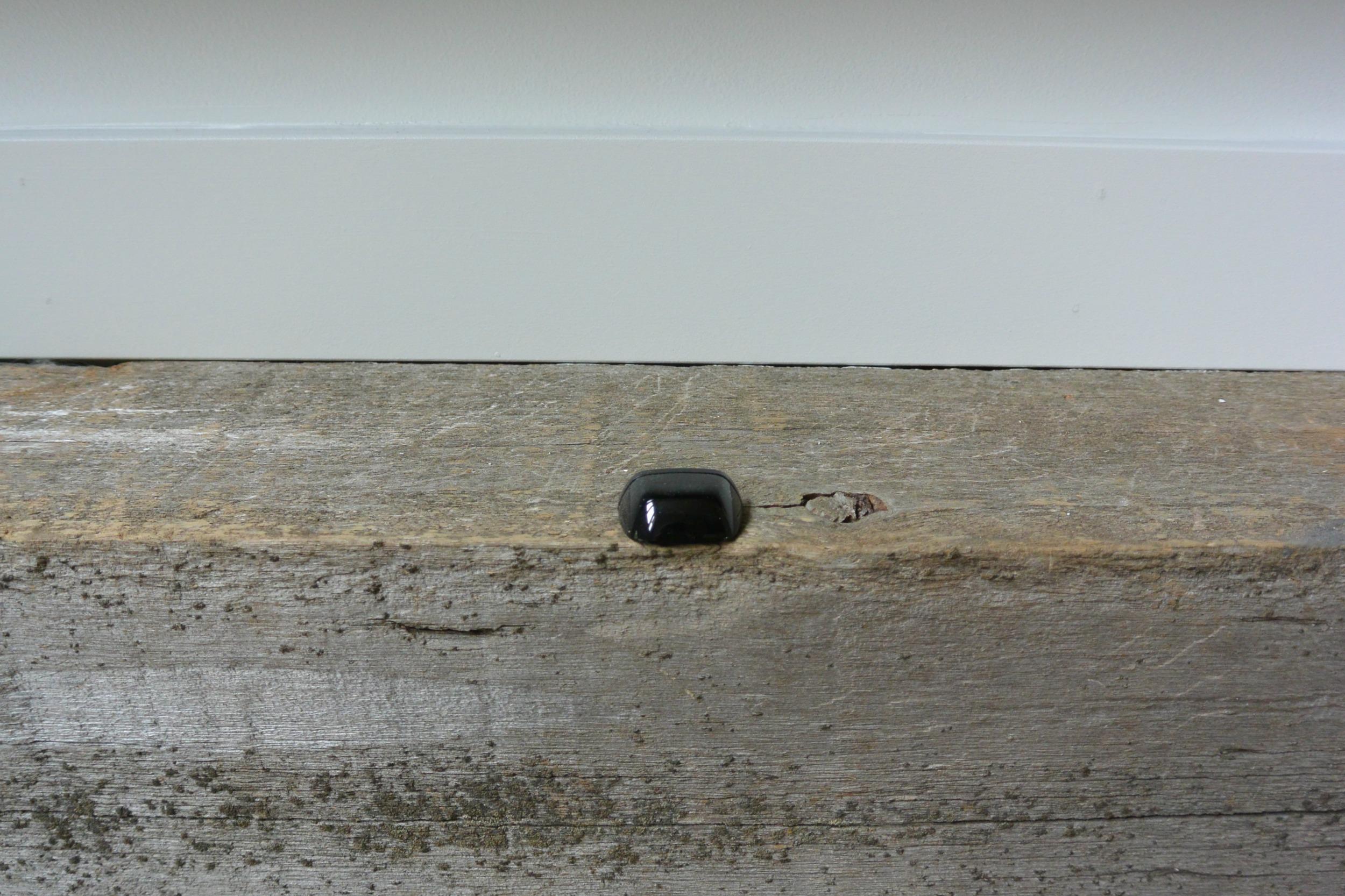 http://decorandthedog.net/decorandthedog/2014/10/5/how-install-a-barn-beam-mantel