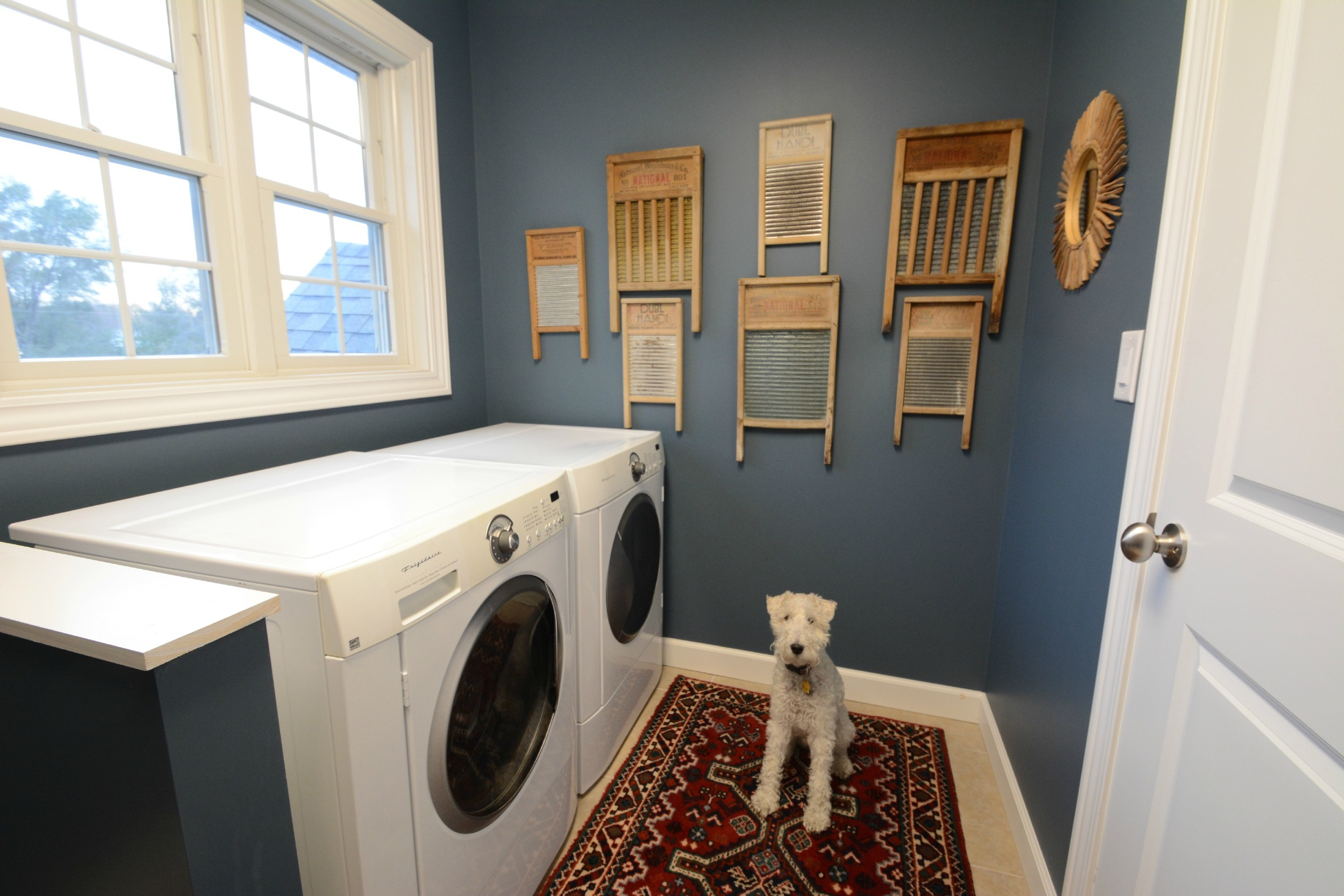 Laundry Room Makeover Reveal- vintage rug, vintage washboards as wall art
