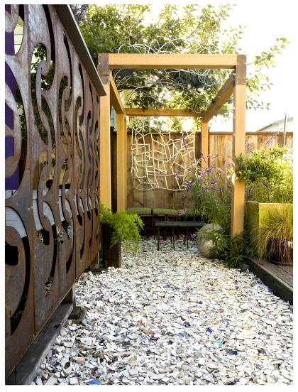 garden-edging-brken-plates2.jpg