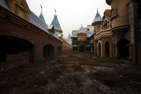 Chinas-Fake-Disneyland-8.jpg
