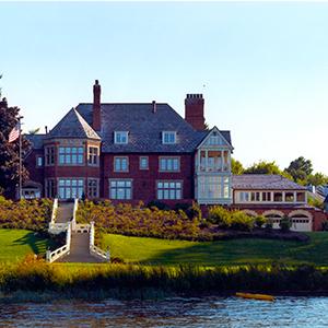 Packard Manor