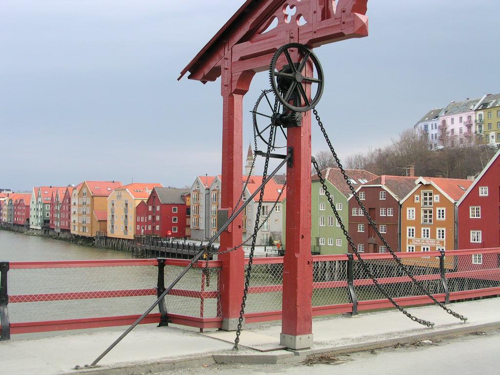 River houses Trondheim Norway.JPG