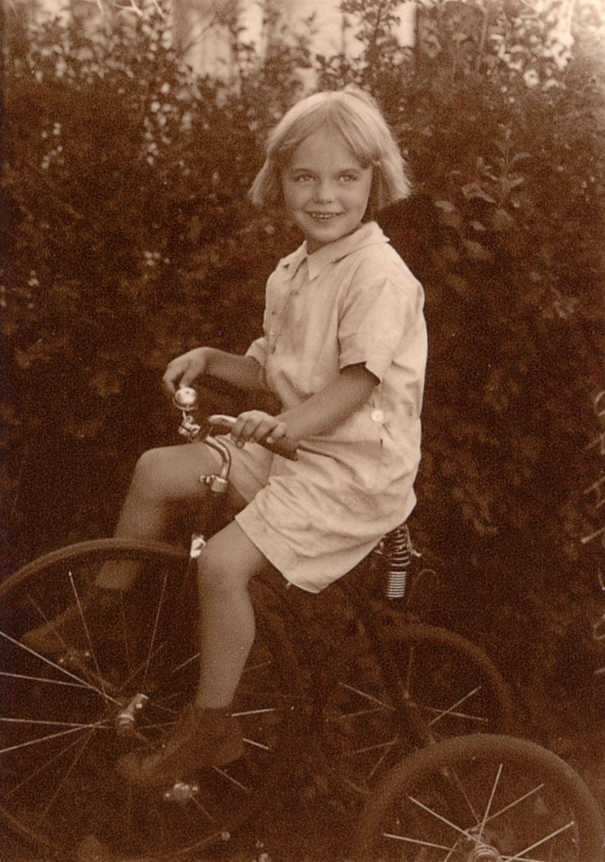 My Hero, Gloria Joyce Erickson Holcomb (1925-1989)