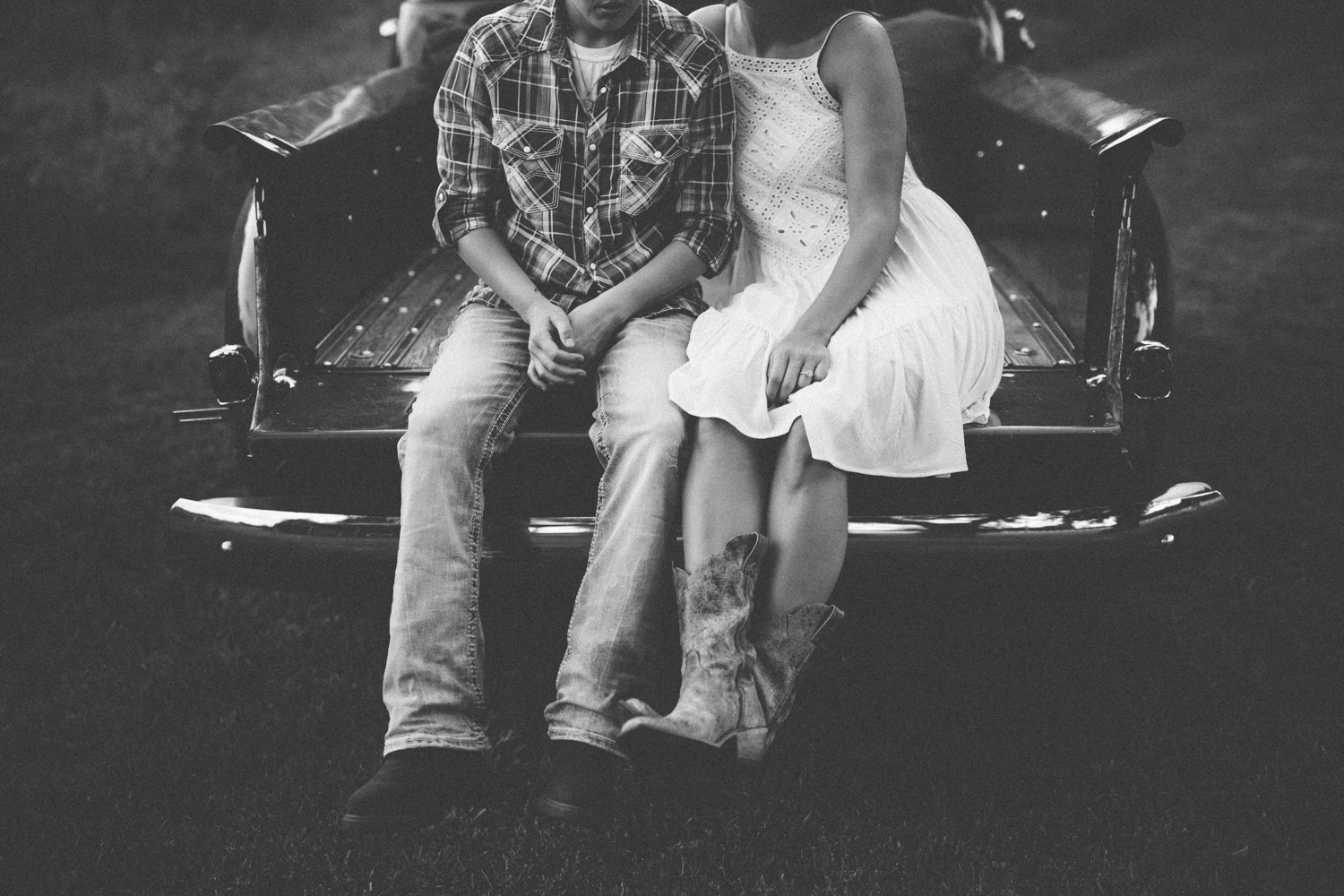 Gravel_Road_Traditions_Engagement_Photos_-8.jpg