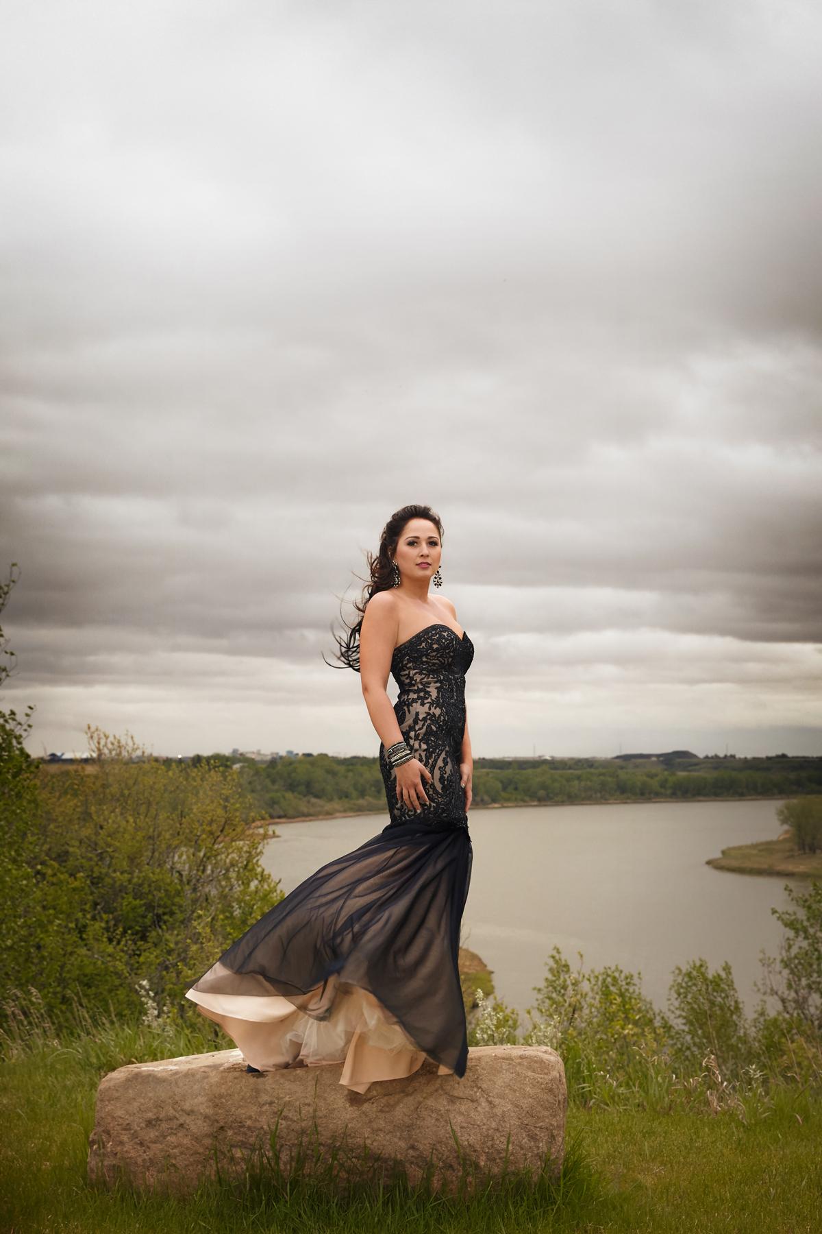 cindy-moleski-professional-photographer-saskatoon-saskatchewan-grad-graduate-graduation-prom-29172-8769e.jpg