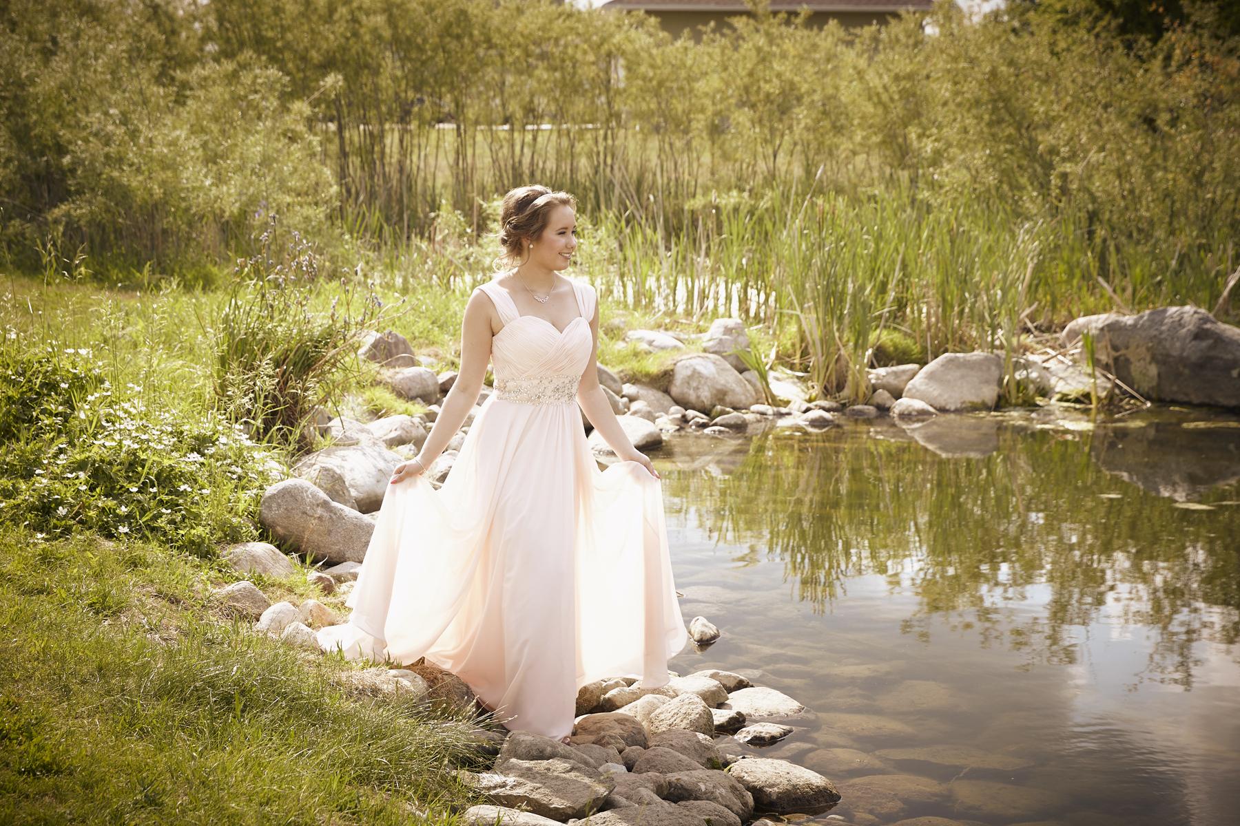 cindy-moleski-professional-graduation-photography-saskatoon-saskatchewan-29359-59e.jpg