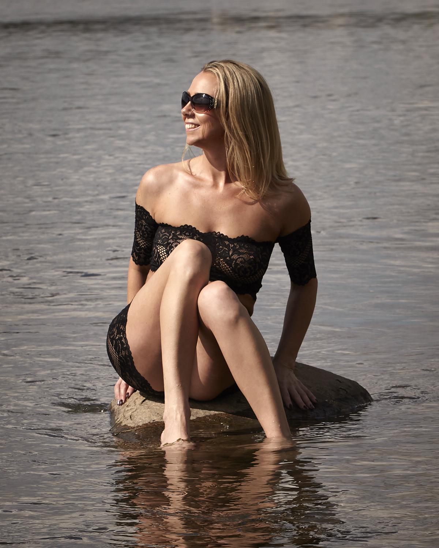 cindy-moleski-professional-boudoir-glamour-portrait-photographer-saskatoon-saskatchewan-29559_10C6225e.jpg