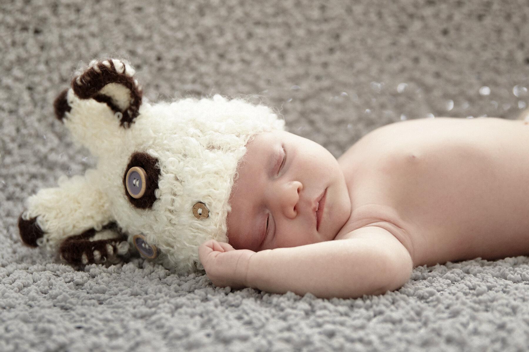 cindy-moleski-professional-portrait-baby-newborn-sweetness-photographer-saskatoon-saskatchewan-29592-0133e.jpg
