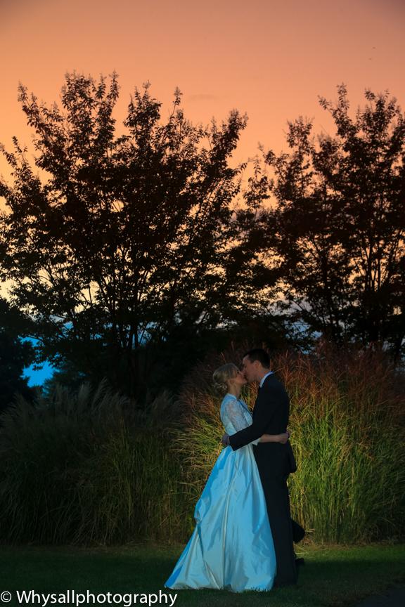 bride groom sunset the woodlands