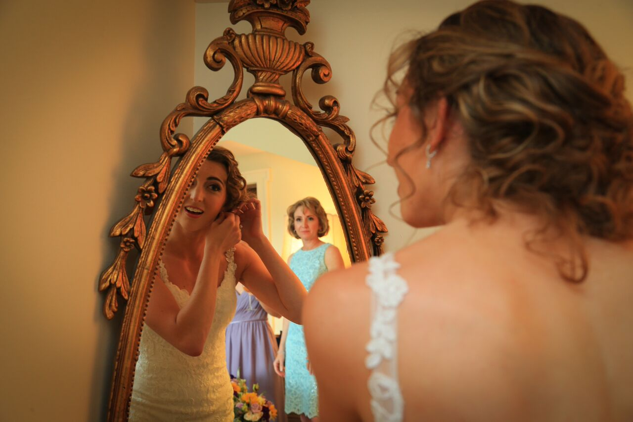 bride getting ready bluemont winery