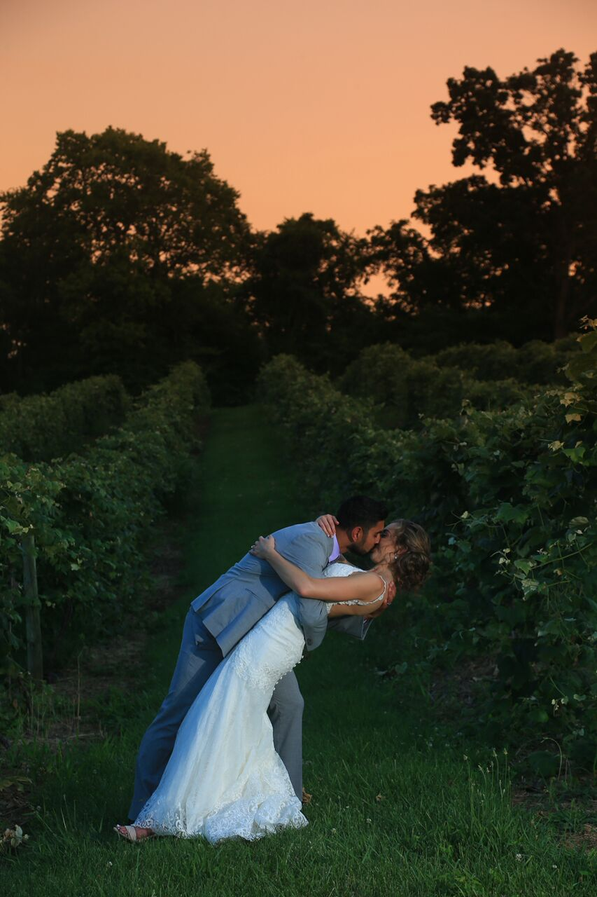 bride and groom at sunset bluemont winery