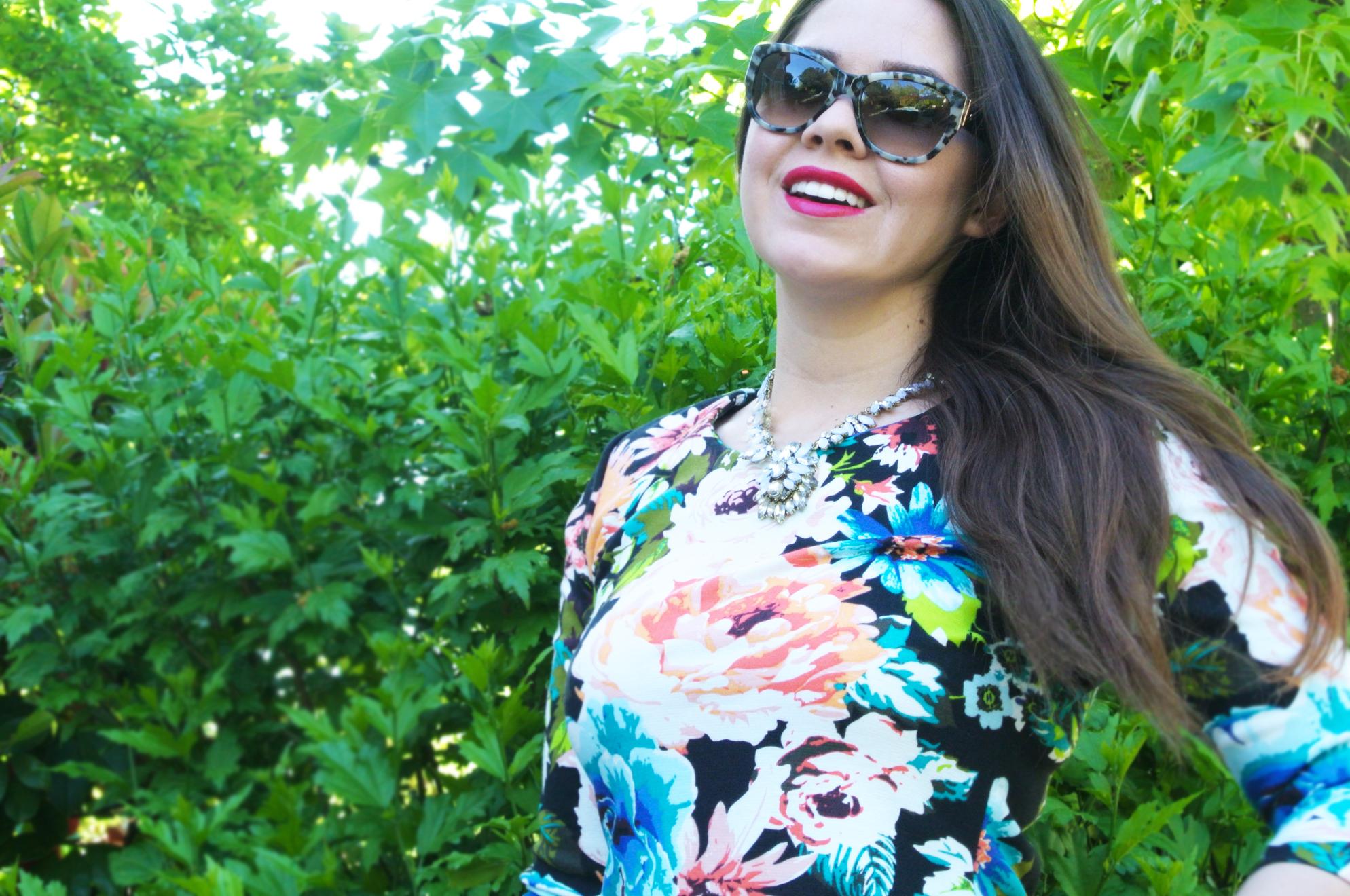 Dress: H&M   Sunnies:  Kate Spade    Necklace: Etsy   Lips:  Rimmel London c/o