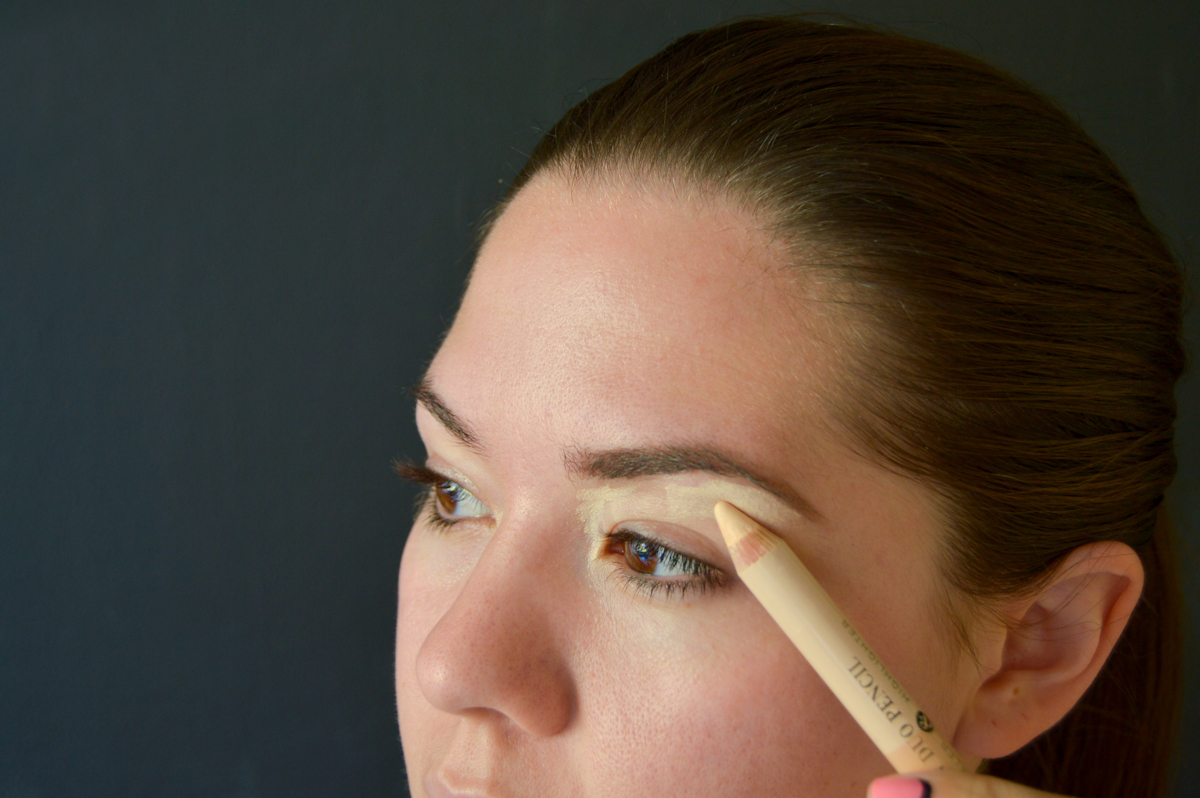 7. Using the highlighter end of the Brow Duo Penciladd definition along your brow bone and inner eye.