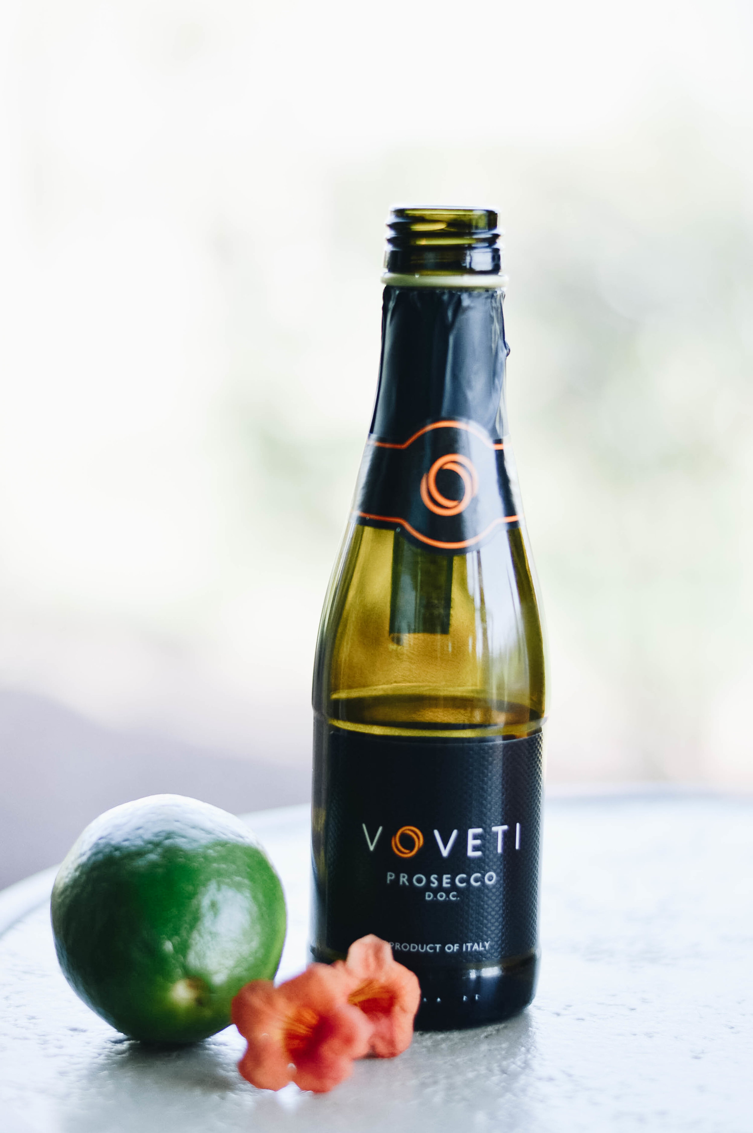 A Modern Take on Classic Wedding Cocktail with Voveti Prosecco via. www.birdieshoots.com