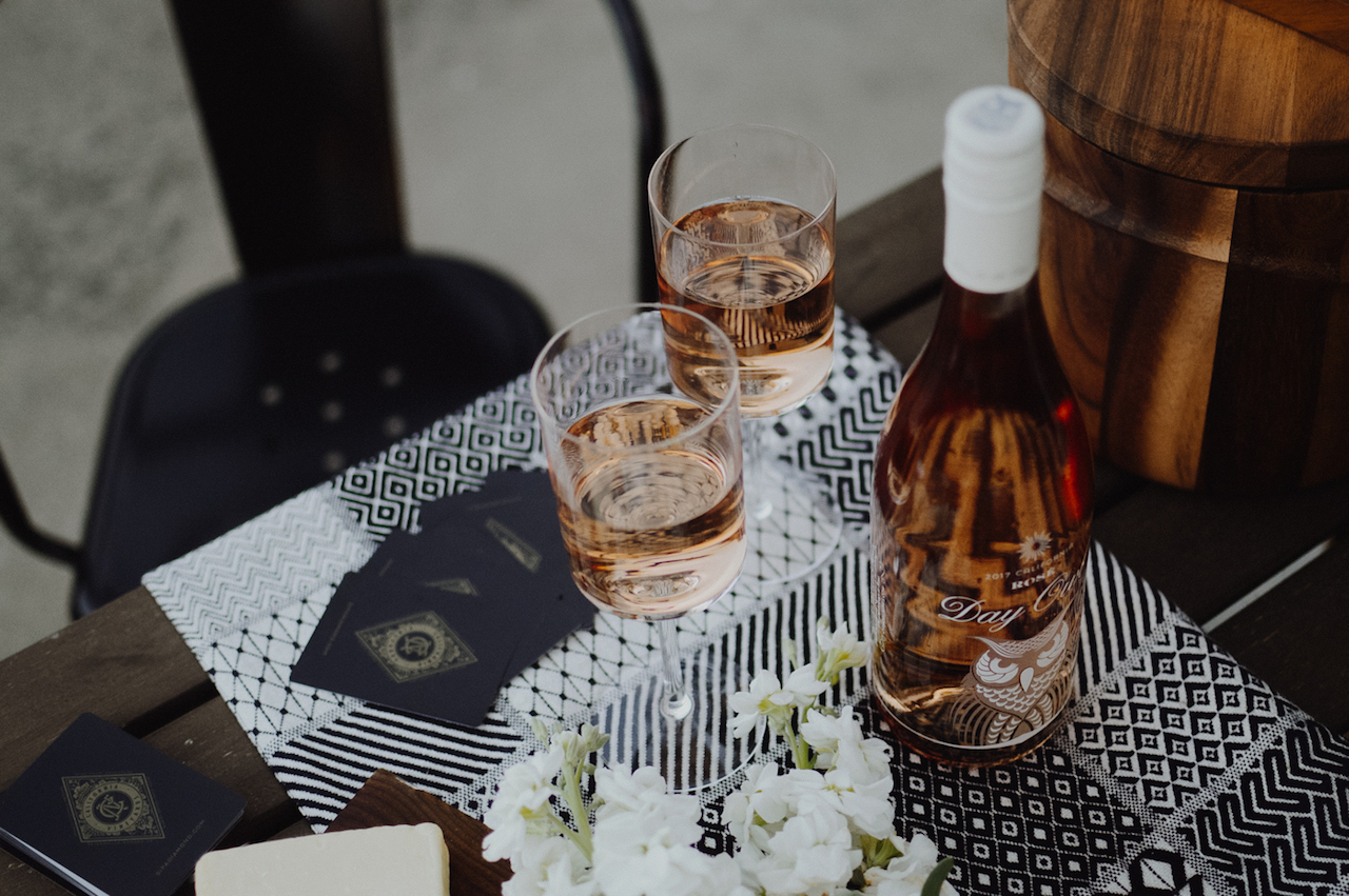 How to Throw the Ultimate Patio Picnic with Day Owl via. Birdie Shoots
